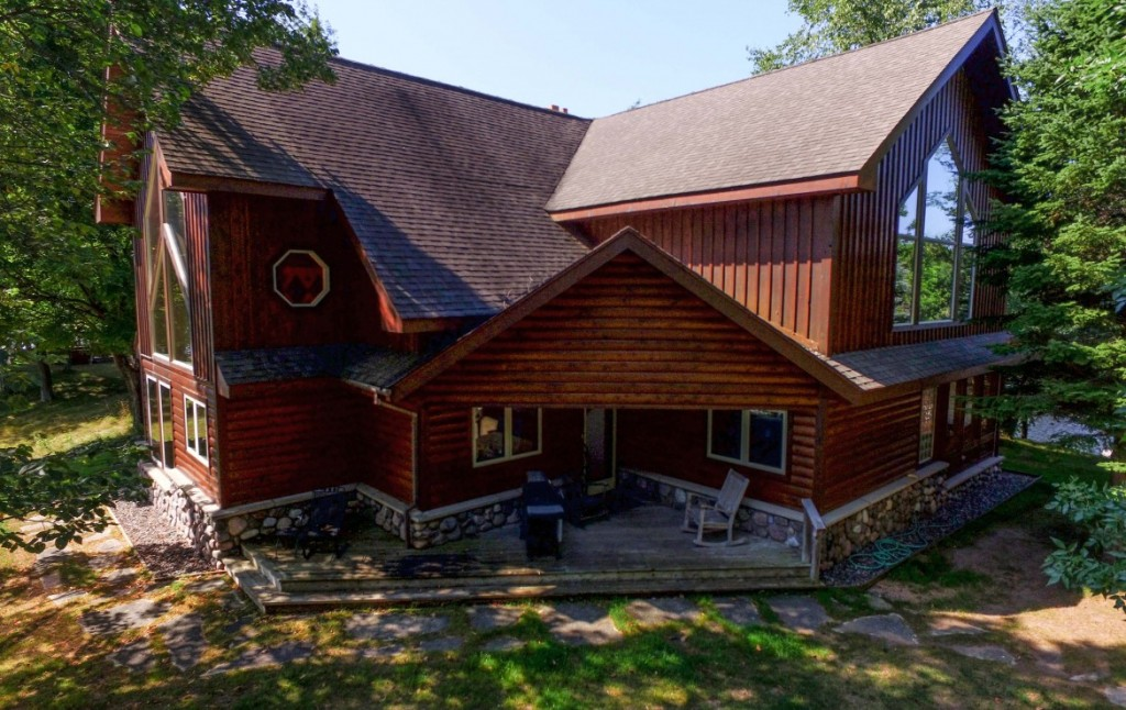 Lakefront Homes for Sale in Michigan